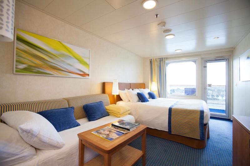Một căn phòng đầy đủ tiện nghi của du thuyền.