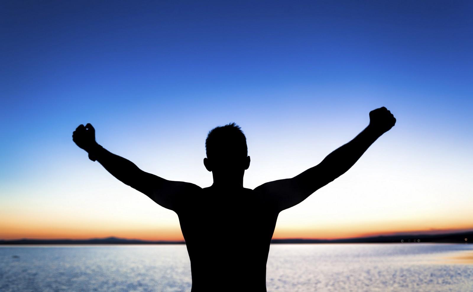 Triệu phú tự thân tiết lộ bí quyết để thành công, hạnh phúc và giàu có ở tuổi 30