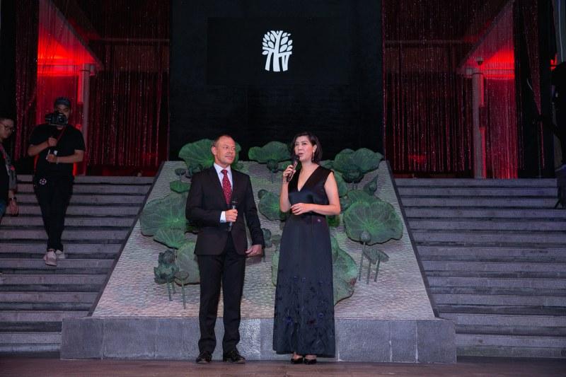 Đại diện của Banyan Tree Lăng Cô phát biểu trước giờ show diễn.