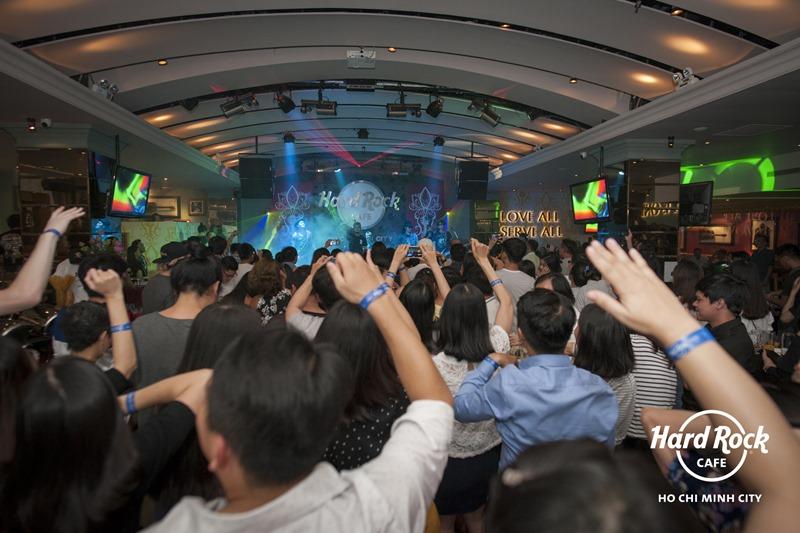 Không gian giải trí đậm chất riêng của Hard Rock Café Tp.HCM.