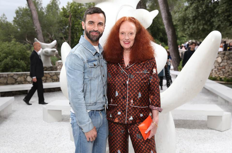 NTK Nicolas Ghesquiere (trái) và bà Grace Coddington trong show diễn Cruise 2019 của Louis Vuitton.