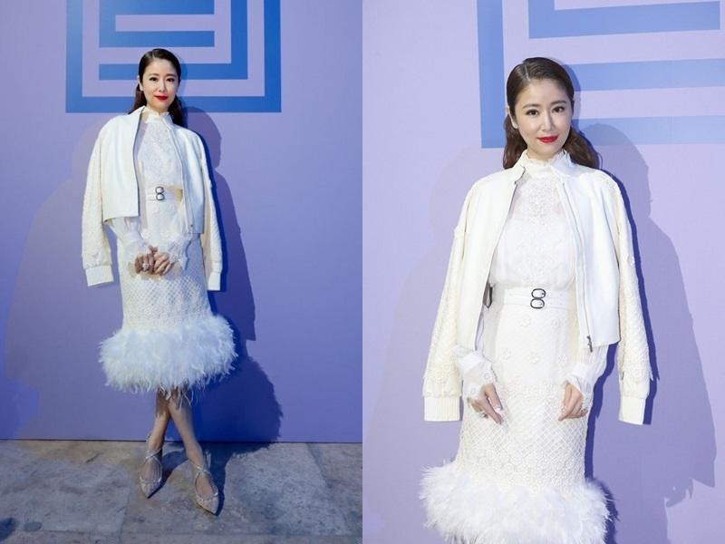 """Lâm Tâm Như gây bất ngờ khi xuất hiện tại Paris trong bộ váy liền phối lông, kết hợp áo choàng tông màu trắng """"sang chảnh"""" của Shiatzy Chen khi tham gia show diễn của NTK này."""