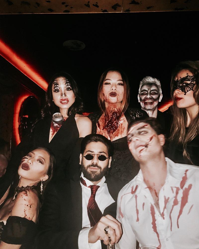 Có thể thấy tất cả những người bạn của Nga H. Nguyễn cũng rất thích thú hóa trang mỗi dịp Halloween về.