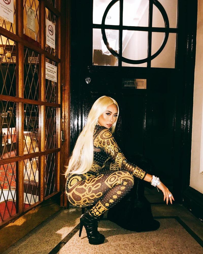 Halloween 2018 của Nga H. Nguyễn bắt đầu với tạo hình hóa thân thành nữ rapper đình đám Nicki Minaj.