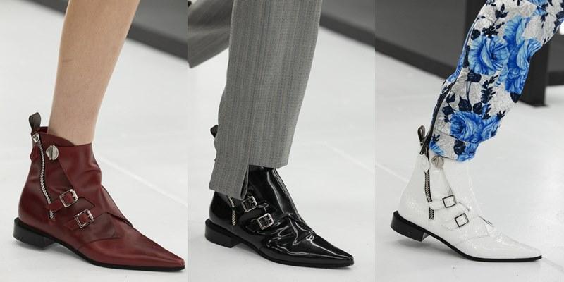Giày boots mũi nhọn bằng da có thể phối cùng quần hoặc váy ngắn.