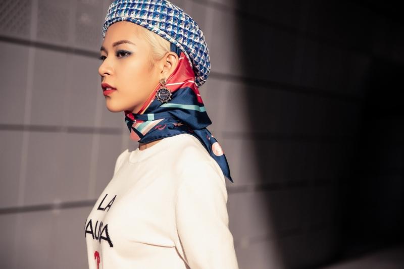 Trong lúc tham gia Seoul Fashion Week, người mẫu cho biết cô cảm thấy rất căng thẳng và áp lực. Thậm chí, Phí Phương Anh không có thời gian nghĩ đến chuyện ăn uống, chỉ uống nước cầm hơi để tích cực làm việc trong những ngày qua.