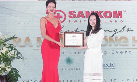 Giờ đây đã có trang phục giúp phụ nữ Việt Nam điều chỉnh sai lệch trọng tâm cơ thể