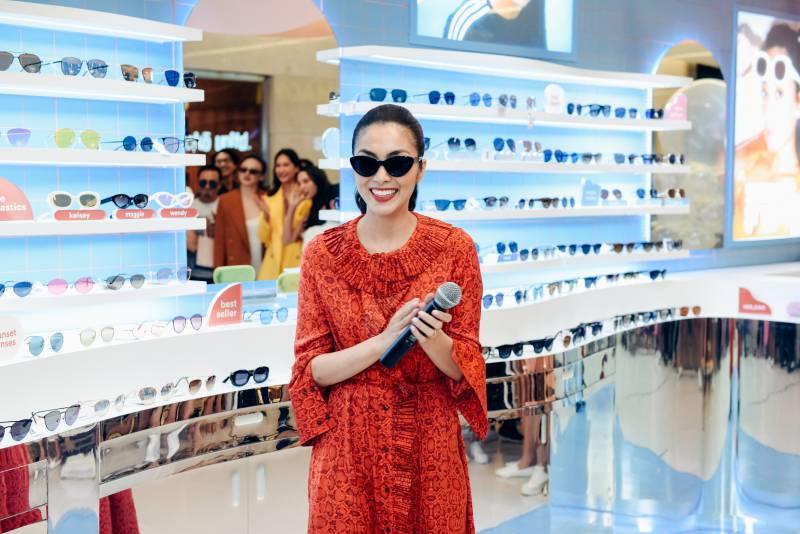 Tăng Thanh Hà trong buổi khai trương chính thức cửa hàng Sunnies Studios tại Việt Nam.