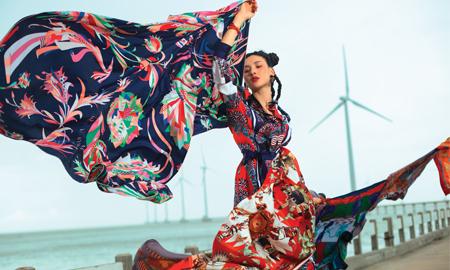 Lạc lối trong cơn lốc đầy sắc màu của những chiếc khăn lụa Hermès