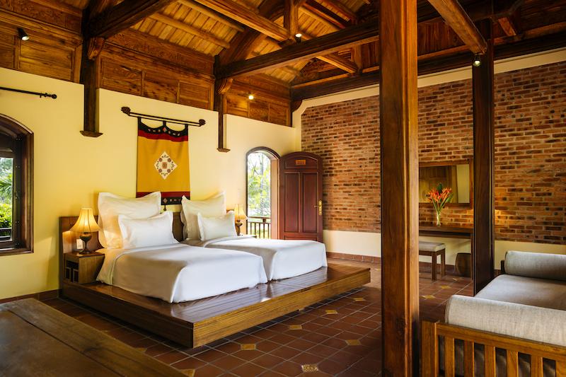 Emeralda Resort Ninh Bình là công trình nghỉ dưỡng mang đến sự kết hợp hài hoà giữa vẻ đẹp thiên nhiên hùng vĩ và kiến trúc Việt Nam cổ đại.