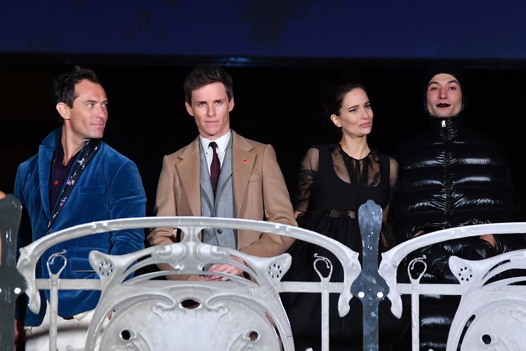 """Sự xuất hiện của Ezra Miller hé lộ sự hồi sinh của nhân vật Credence trong phần mới của phim """"Fantastic Beasts""""."""