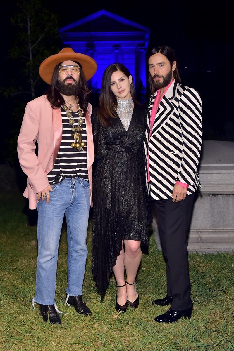 Xuất hiện tại sự kiện còn có Giám đốc Sáng tạo của thương hiệu Gucci - Alessandro Michele (trái) và người cộng sự thân quen của Lana Del Rey - Jared Leto.