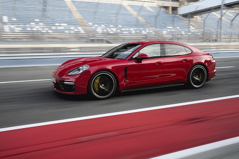 Porsche Panamera GTS mới có giá từ hơn 10 tỷ đồng