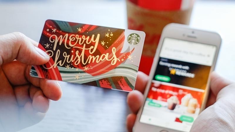 """Tín đồ Starbucks Việt Nam """"đứng ngồi không yên"""" với ứng dụng trên điện thoại và thẻ thanh toán mới"""