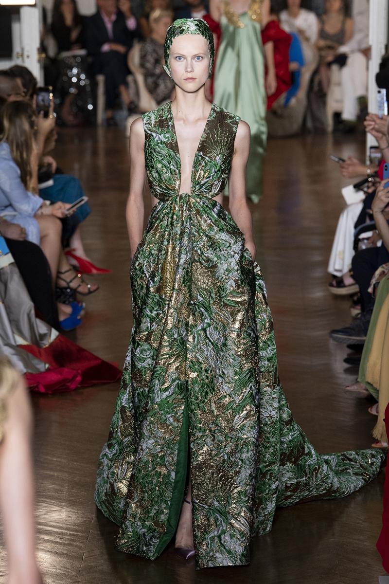 Thiết kế trên sàn catwalk show Haute Couture Thu Đông 2018 của Valentino.