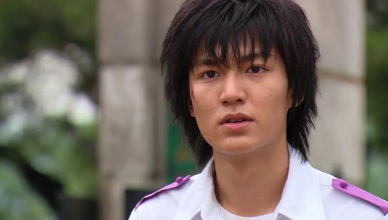 """Lee Min Ho lần đầu bén duyên diễn xuất vào năm 2003, khi vào vai Park Du Hyeon trong bộ phim mang tên """"Secret Campus""""."""