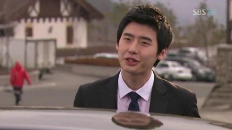 """Năm 2010, Lee Jong Suk có vai diễn phụ Lee Woo Hyun trong """"Prosecutor Princess"""", tuy đây chỉ là một vai diễn không gây ấn tượng lớn."""