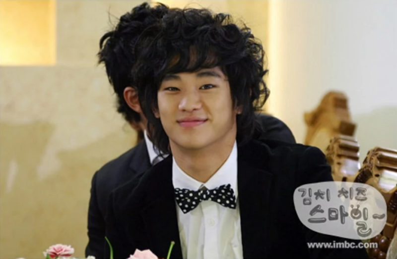 """Anh bắt đầu sự nghiệp diễn xuất của mình năm 2007 với vai Kim Soo Hyun trong """"Kimchi Cheese Smile"""". Cũng từ đây, anh được các nhà sản xuất """"chọn mặt gửi vàng"""" cho các dự án như """"Jungle Fish"""" (2008), """"7 Years of Love"""" (2009), """"Will It Snow For Christmas?"""" (2009), """"Father's House"""" (2009)..."""