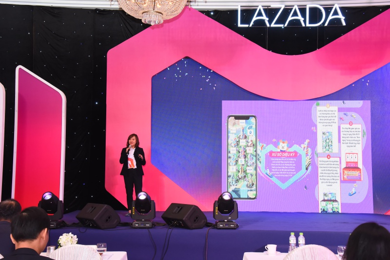 Như một động thái làm nóng cho tinh thần người tiêu dùng, trang thương mại điện tử hàng đầu Việt Nam Lazada đã dày công tuyển chọn và chuẩn bị sẵn Đại tiệc mua sắm 11-11.