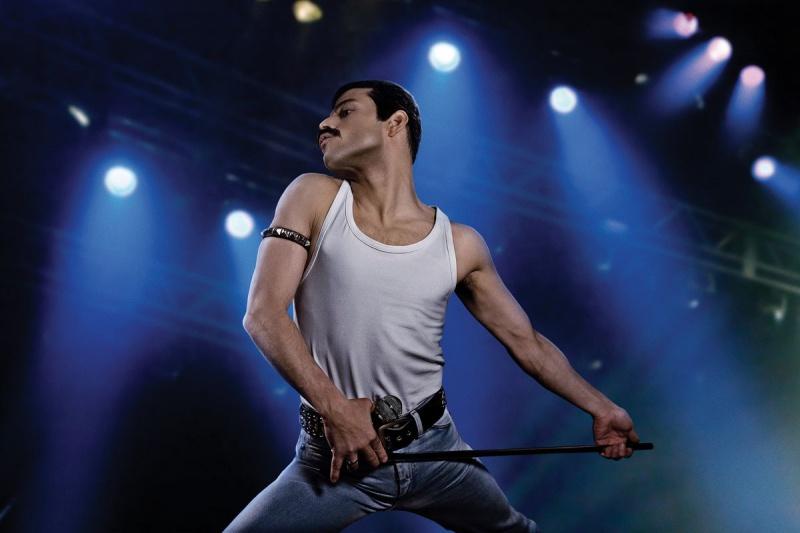 Trang phục mà Freddie Mercury mặc ngày hôm ấy cũng là thứ đi vào lịch sử.