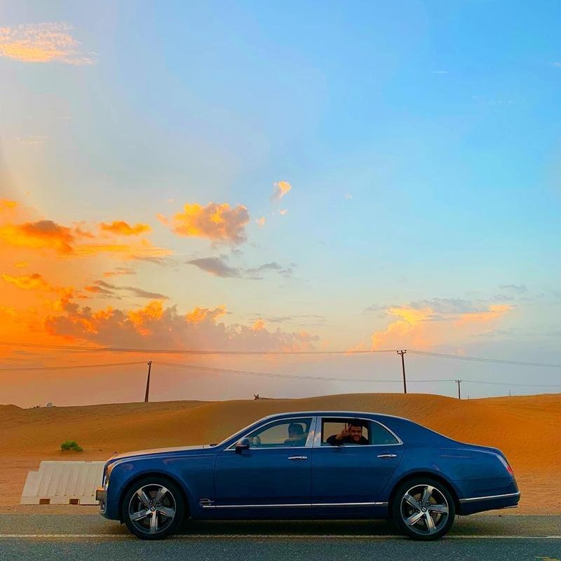 Cả hai đã thuê xe, cưỡi lạc đà để khám phá sa mạc.
