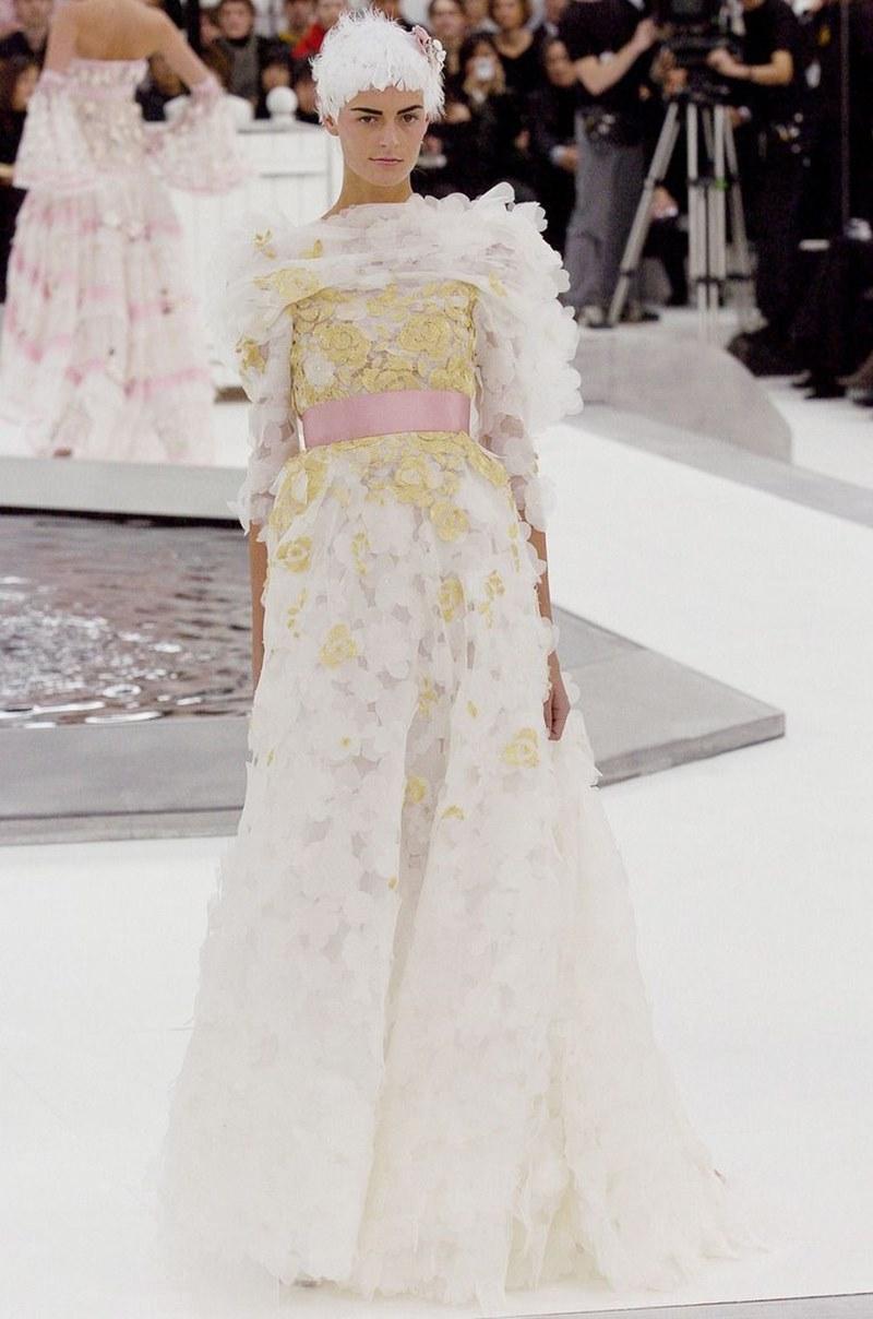 Thiết kế nguyên bản từ BST Haute Couture Xuân Hè 2005 của Chanel.