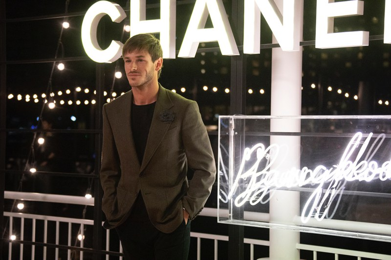 Nam diễn viên Pháp Gaspard Ulliel - gương mặt quảng bá cho dòng nước hoa Bleu de Chanel