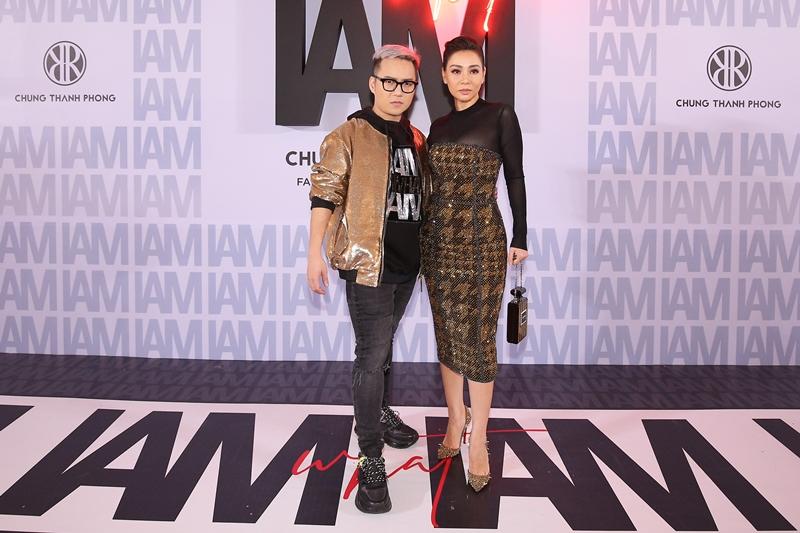 Nữ ca sĩ Thu Minh cũng đến chúc mừng NTK Chung Thanh Phong tại show diễn thứ 3 trong năm 2018.