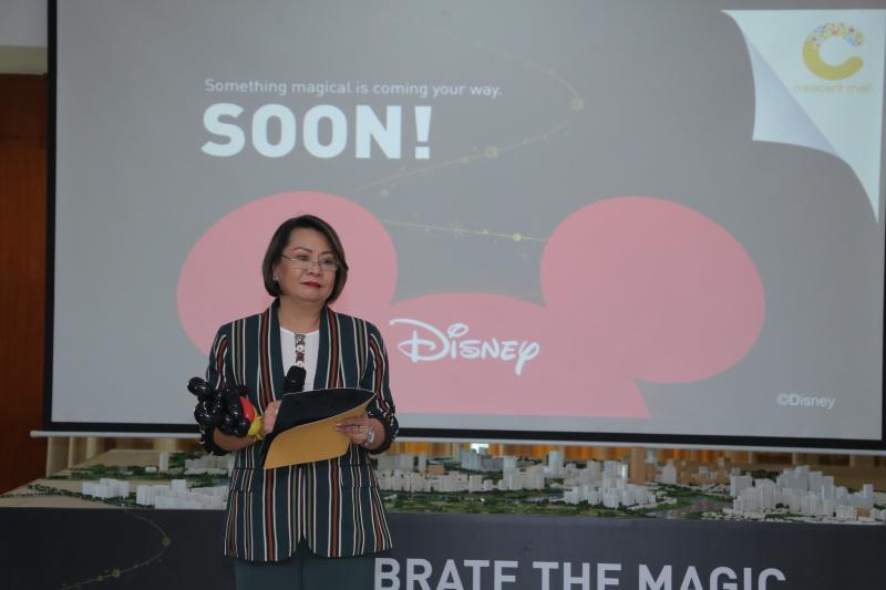 Bà Joanne Gasgonia, Tổng Giám đốc Crescent Mall chia sẻ, đây thật sự là một vinh dự và đặc quyền rất lớn khi hợp tác với Walt Disney. Cũng giống như Disney, mục tiêu cao nhất của Crescent Mall là đem lại những trải nghiệm và không ngừng cố gắng đổi mới để đáp ứng nhu cầu của tất cả các khách hàng tại Việt Nam.