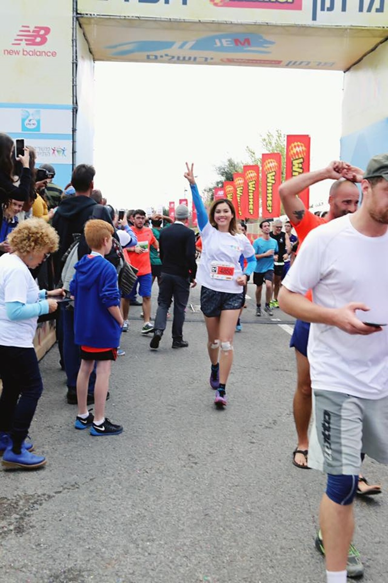 Hoàng My tham gia cuộc thi Jerusalem Marathon ở Israel.