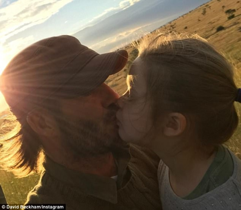 """Đây không phải là lần đầu tiên, David Beckham khoe ảnh hôn con gái lên mạng. Vẻ như những lời tranh cãi không làm anh thay đổi cách thể hiện tình yêu với con mình. Với anh điều này chỉ đơn giản rằng:""""Tôi hôn môi tất cả các con, ngoại trừ Brooklyn vì nó đã lớn. Tôi rất hay thể hiện tình cảm với lũ trẻ. Cả tôi và Victoria từng đều được bố mẹ hôn môi. Chúng tôi cũng làm điều đó với các con của mình. Chúng tôi muốn thể hiện tình yêu thương với lũ trẻ, bảo vệ chúng, trông nom và giúp đỡ chúng trong cuộc sống""""."""