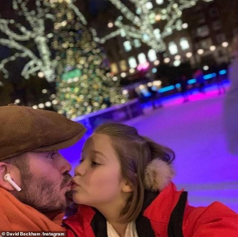 """Sau bức ảnh của Beckham, tiêu điểm ồn ào sáng nay là """"Bố hôn môi con gái 7 tuổi là đúng hay sai?"""". Tiếp theo đó là cuộc tranh luận sôi nổi không chỉ của người hâm mộ thậm chí còn có sự hiện diện của những người nổi tiếng khác. Đại diện bên đồng thuận là Rebakah Vardy - vợ của cầu thủJamie Vardy: """"Tôi hôn môi con tôi suốt mà! Không có gì kỳ cục, kinh tởm hay gì cả. Nó hoàn toàn bình thường. Những ai bất đồng cần tìm bác sĩ!"""". Còn phe phản đối làMCPiers Morga: """"Việc này thật ra đúng là có chút kỳ cục""""."""