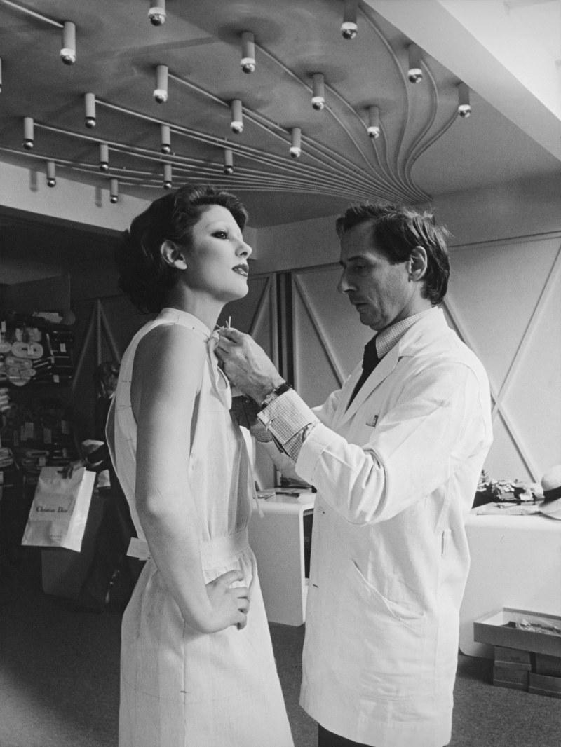NTK Marc Bohan - Giám đốc Sáng tạo kế nhiệm tại Dior sau khi NTK Yves Saint Laurent nhập ngũ.