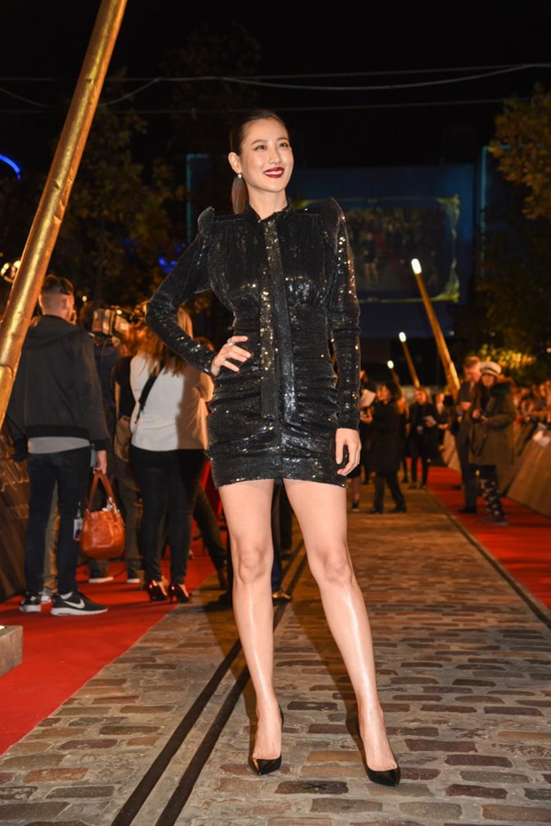 Mỹ nhân Hàn Quốc Claudia Kim mặc đầm mini dài tay đính sequin bắt mắt.