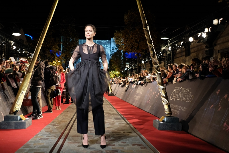 """Nữ thần sáng Tina Goldstein"" Katherine Waterson mặc trang phục của The Row."