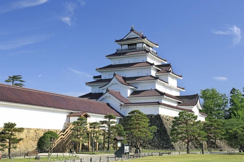 Thành Tsuruga được yêu mến như là biểu tượng của người dân địa phương.