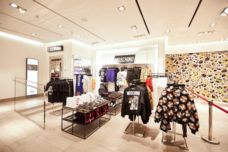 Các thiết kế trong BST Moschino [tv] H&M mang tinh thần trẻ trung, nổi bật.