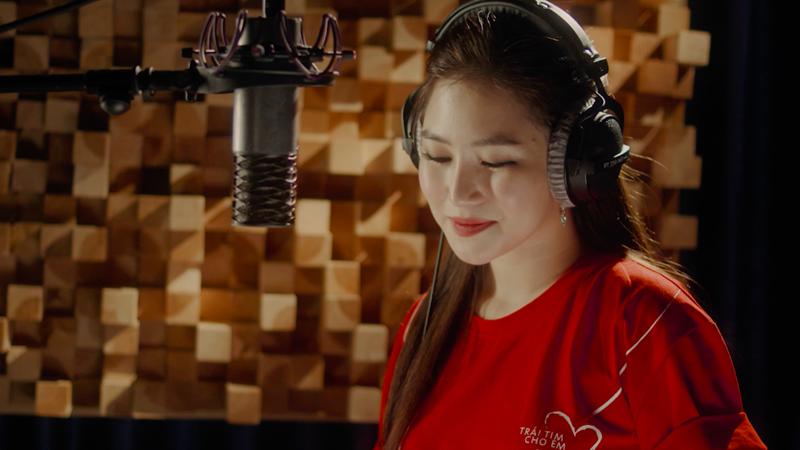 """Đây cũng là bài hát đạt giải Nhất trong cuộc thi sáng tác bài hát """"Viết tiếp ước mơ"""" được phát động trên Fanpage Trái tim cho em vào đầu năm 2018."""