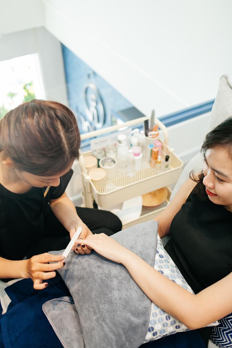 Không chỉ đơn thuần là thư giãn, IMAI AMI Spa luôn quan tâm đến vấn đề sức khoẻ của khách hàng. Vì vậy, các dịch vụ làm đẹp an toàn luôn được chú trọng tại đây như chăm sóc móng không-dùng-nước bằng các sản phẩm uy tín làm giúp ngăn ngừa vi khuẩn làm hại móng đi kèm sử dụng các loại nước sơn uy tín, không chứa các thành phần độc hại gây hại đến sức khoẻ người dùng.