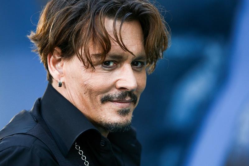"""Hollywood vẫn """"yêu chiều"""" Johnny Depp mặc bê bối đời tư"""