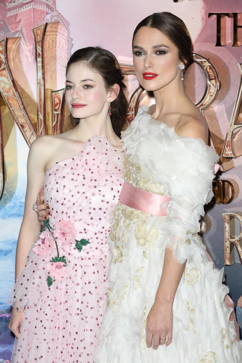 Sự đồng điệu giữa trang phục của các diễn viên tại sự kiện này đã để lại những dấu ấn tuyệt đẹp.