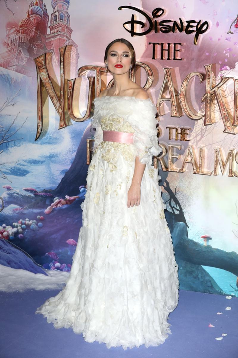 Keira Knightley lộng lẫy trong thiết kế đầm Haute Couture của Chanel.