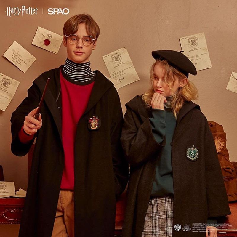 """Các tín đồ thời trang sẽ có cơ hội trở thành học viên trường Hogwarts với những món đồ như áo choàng phom rộng, khăn len,... rất đặc trưng từ thế giới phù thủy trong """"Harry Potter""""."""