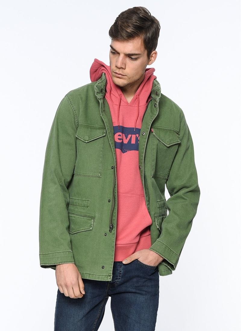 Nhiều mẫu jacket, hoodie tông màu dịu mắt cho các chàng trai trong mùa Thu này.