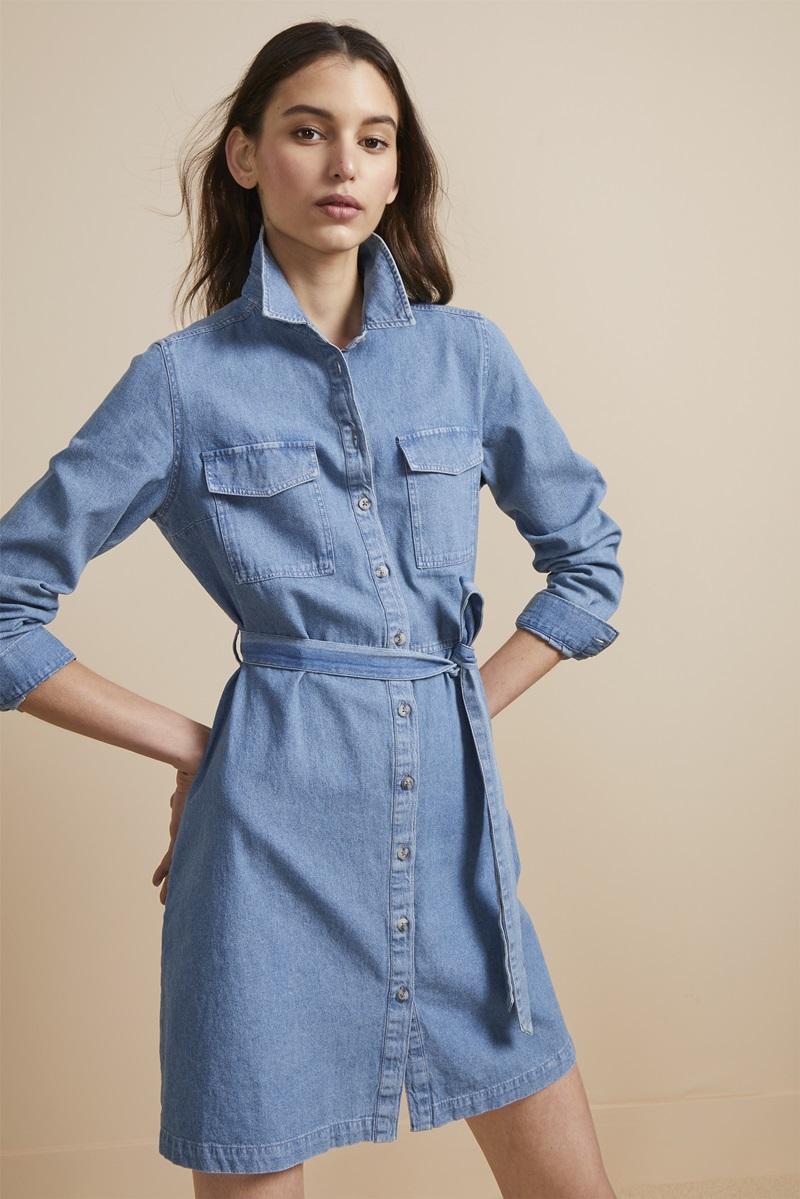 """Mẫu váy sơ-mi chất liệu denim chắc chắn sẽ khiến các nàng """"yêu ngay cái nhìn đầu tiên""""."""