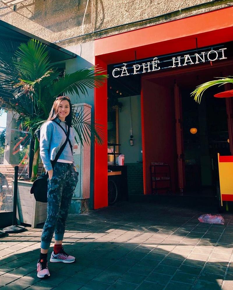 Hoàng My phát hiện một quán cà phê Hà Nội ở Tel Aviv (Isarel).