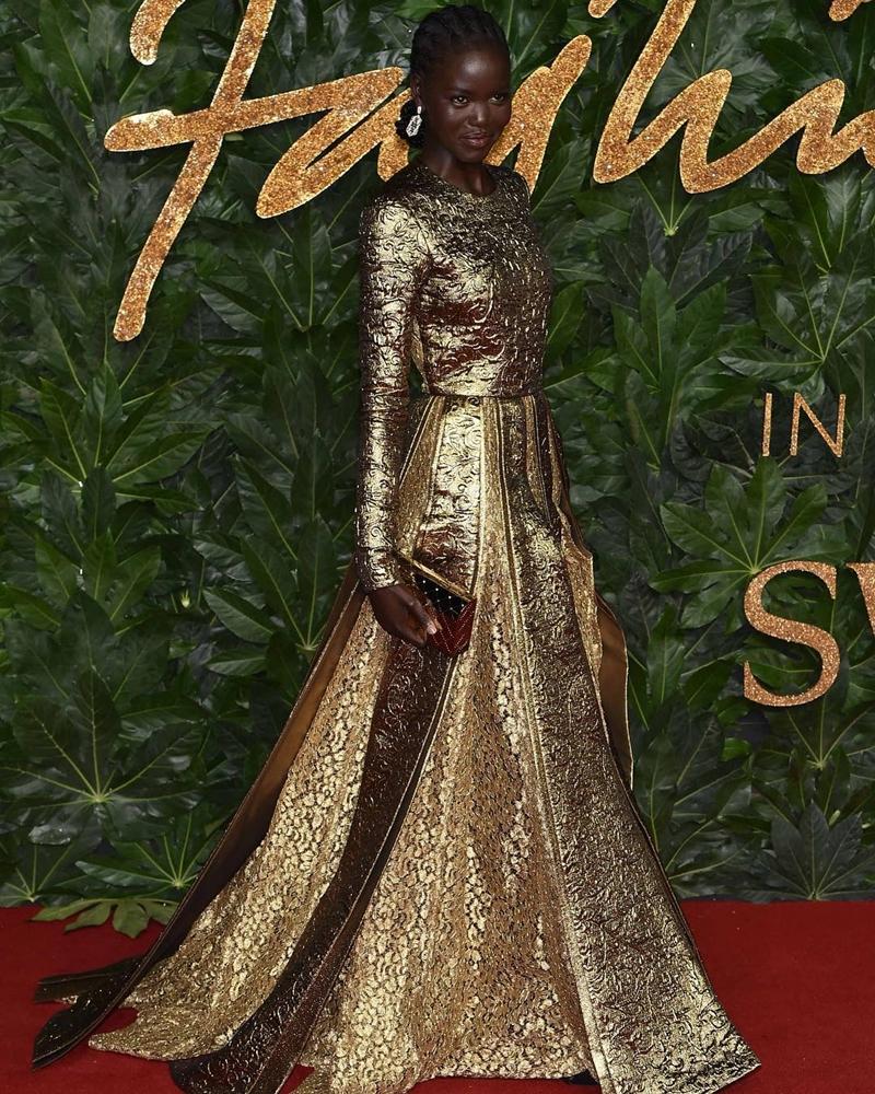 20181212_kaia_gerber_the_fashion_awards_2018_deponline_08a