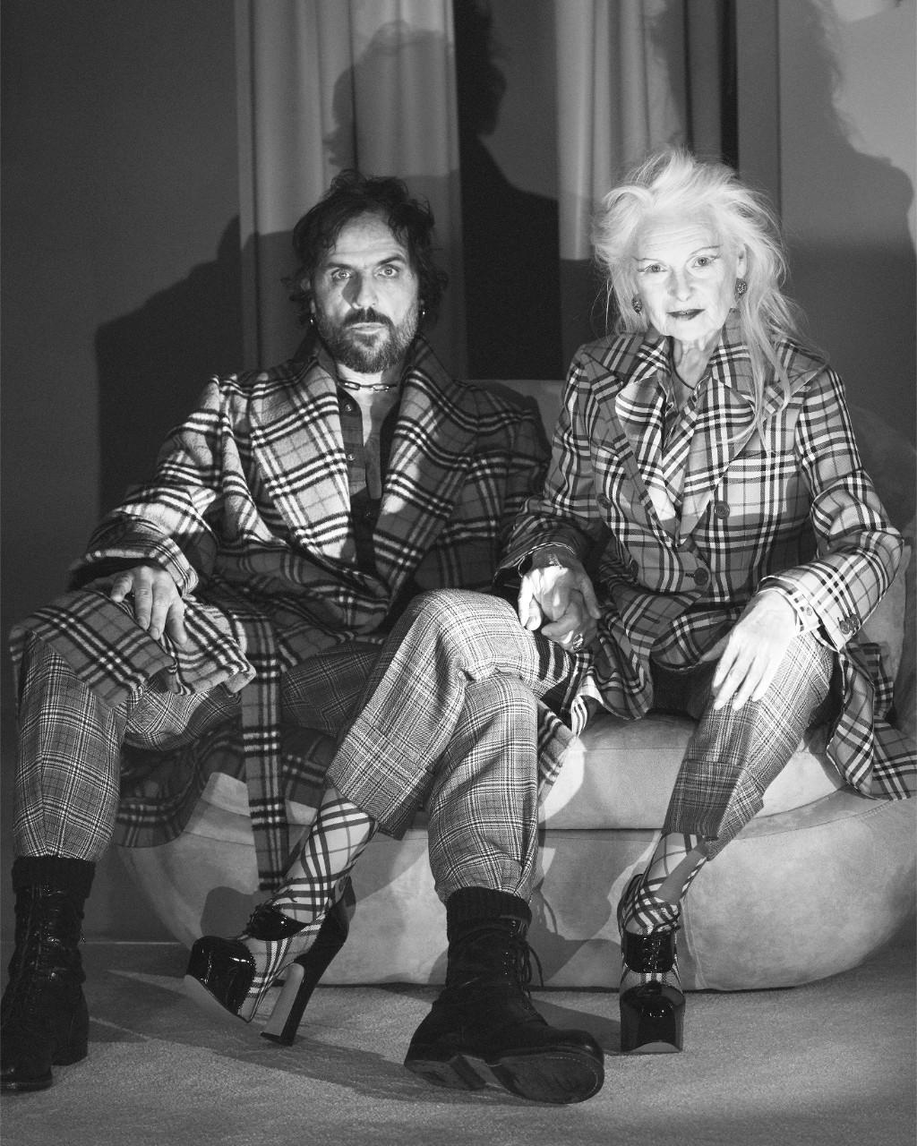 NTK Vivienne Westwood - bà hoàng của phong cách punk - và Andreas Kronthaler trong các thiết kế hợp tác cùng Burberry.