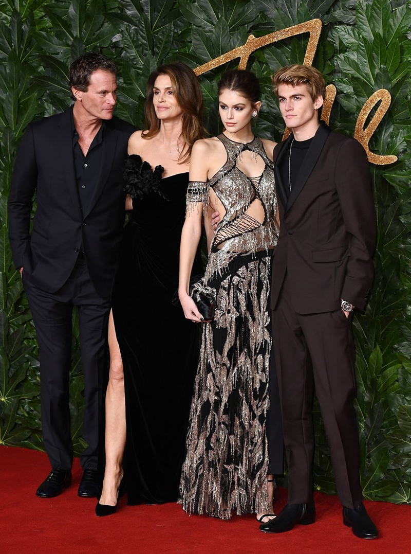 20181212_kaia_gerber_the_fashion_awards_2018_deponline_03