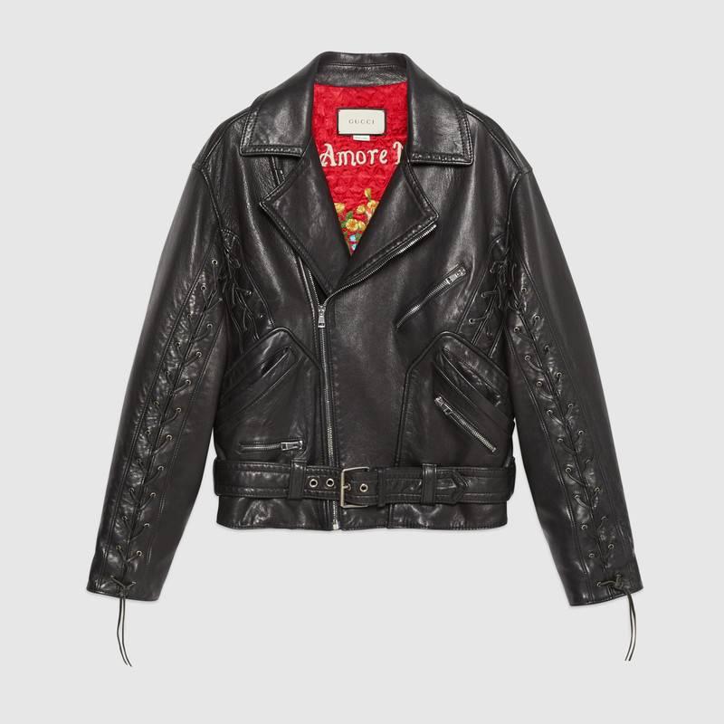 Chiếc áo khoác da mà Hồ Ngọc Hà mặc là item đắt giá nhất trong tổng thể trang phục. Giá trị chiếc áo lên đến 174 triệu đồng (tương đương 7.500 đôla).
